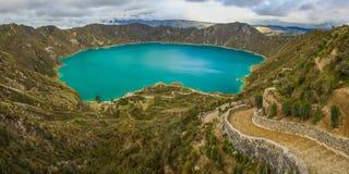在拉塔昆加镇附近的Quilotoa盐水湖在厄瓜多尔 免版税库存图片