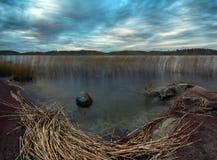 在拉多加湖的10月日落 库存照片