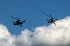在拉多姆飞行表演期间的米-24后面显示2013年 库存图片