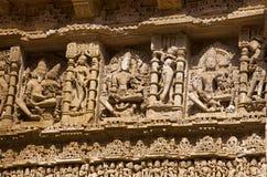 在拉妮ki vav内在墙壁,在Saraswati河河岸的一复杂地被修建的stepwell上的被雕刻的神象  Patan, Gujara 库存图片