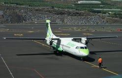 在拉帕尔玛岛的Binter飞机 免版税库存照片