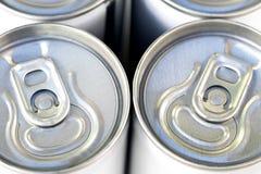 在拉扯选项的焦点开放装于罐中软饮料 免版税图库摄影