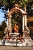 在拉格兰哈de圣伊尔德方索,塞戈维亚,卡斯蒂利亚-莱昂,西班牙宫殿庭院的喷泉  免版税库存图片