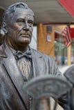 在拉皮德城街道的富兰克林・德拉诺・罗斯福雕象 库存图片