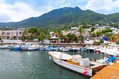在拉科阿梅诺和游艇停泊的小船 免版税库存照片