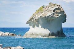 在拉科阿梅诺岸的岩石  免版税库存照片