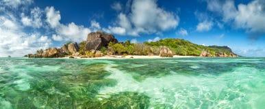 在拉迪格岛的美丽的塞舌尔群岛海滩 免版税库存照片