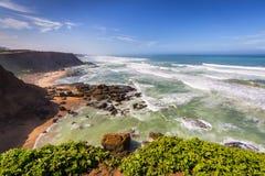 在拉巴特销售附近的风雨如磐的大西洋海岸,摩洛哥 免版税库存图片