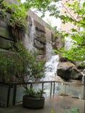 在拓荒者广场附近的瀑布在温哥华 免版税库存图片