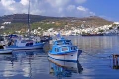 在拔摩岛海岛上的Skala港口 库存图片