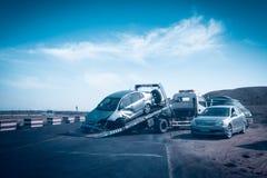 在拖车的事故汽车 免版税图库摄影