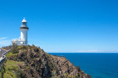 在拜伦海湾澳大利亚的晴天灯塔 图库摄影