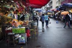 在拥挤的街场面的移动的活动在城市 免版税图库摄影