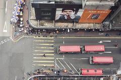 在拥挤的街场面的移动的活动在城市 免版税库存照片