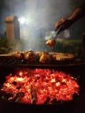 在括号烤肉的香肠 库存照片