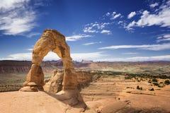 在拱门国家公园,犹他,美国的精美曲拱石头 免版税库存照片