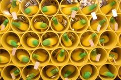 在拱廊样式起重机机器的香蕉形状的奖 库存照片