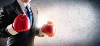 在拳击手套的商人 免版税库存照片