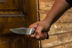 在拳头, invador,入侵者,刀子攻击的一把刀子 库存图片