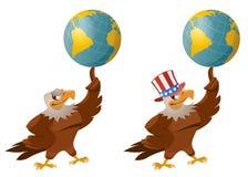 在拿着地球的爱国帽子的老鹰 库存图片