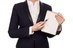 在拿着笔和笔记本的西装的手 免版税库存图片