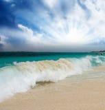 在拿骚海滩,巴哈马上的多云天空 库存照片