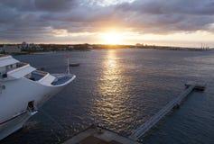 在拿骚港口的日落 免版税库存照片