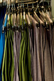 在挂衣架的人的裤子 免版税图库摄影