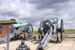 在指向Øresund的克伦堡城堡之外的大炮 库存图片