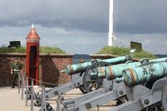 在指向Øresund的克伦堡城堡之外的大炮 免版税图库摄影
