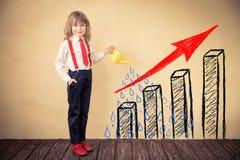 在指向箭头企业买卖人概念巨型的增长附近 免版税图库摄影
