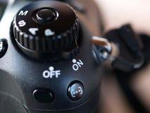 在按钮上在经典数字照相机的 免版税库存图片
