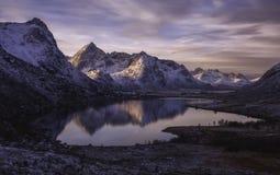 在挪威山的日出 免版税库存图片