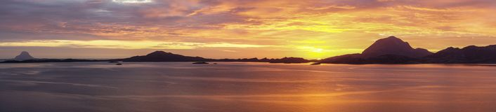 在挪威海岸的全景日落 免版税库存图片