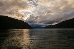 在挪威海湾的日落 免版税库存照片