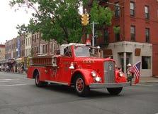 在挪威游行的消防车在布鲁克林 免版税库存图片