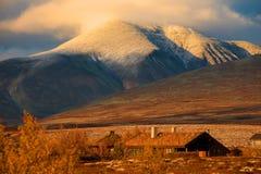 在挪威的山的日落 免版税库存照片