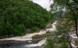 在挪威的山的秋天多雨天气的 库存照片