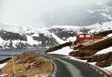 在挪威高地的路 免版税图库摄影