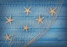 在捕鱼网的Seastars 免版税库存图片