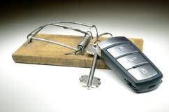 在捕鼠器的钥匙 免版税库存照片