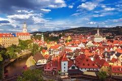 在捷克克鲁姆洛夫和伏尔塔瓦河河,捷克共和国的历史中心的看法 库存图片