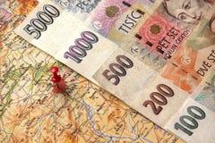 在捷克的地图的捷克金钱钞票 图库摄影