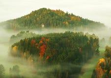 在捷克萨克森瑞士的一座美丽的山的日出 库存图片