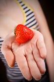 在掌上型计算机的草莓 免版税库存照片