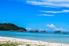 在接近Duong东,越南的Phu Quoc铺沙海滩 库存照片