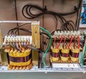 在控制板箱子的电变压器主要 库存图片
