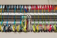 在控制cublicle的电子连接 免版税库存图片