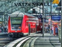 在推挽式的集合配置的类143 DB电力机车在柏林中央终端 图库摄影