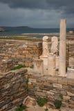 在提洛岛考古学海岛的古希腊废墟  免版税库存图片